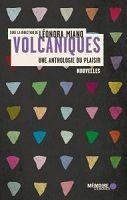 Couverture de Volcaniques : triangles colorés sur fond noir.